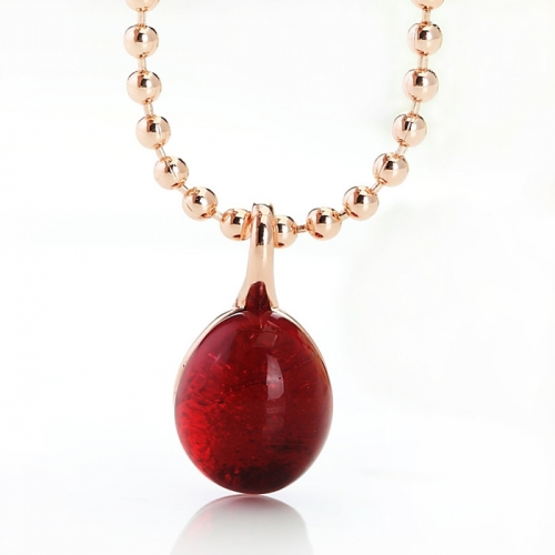 LLATO NUDO ™ Necklaces in  Rose Gold With Charm Garnet Quartz